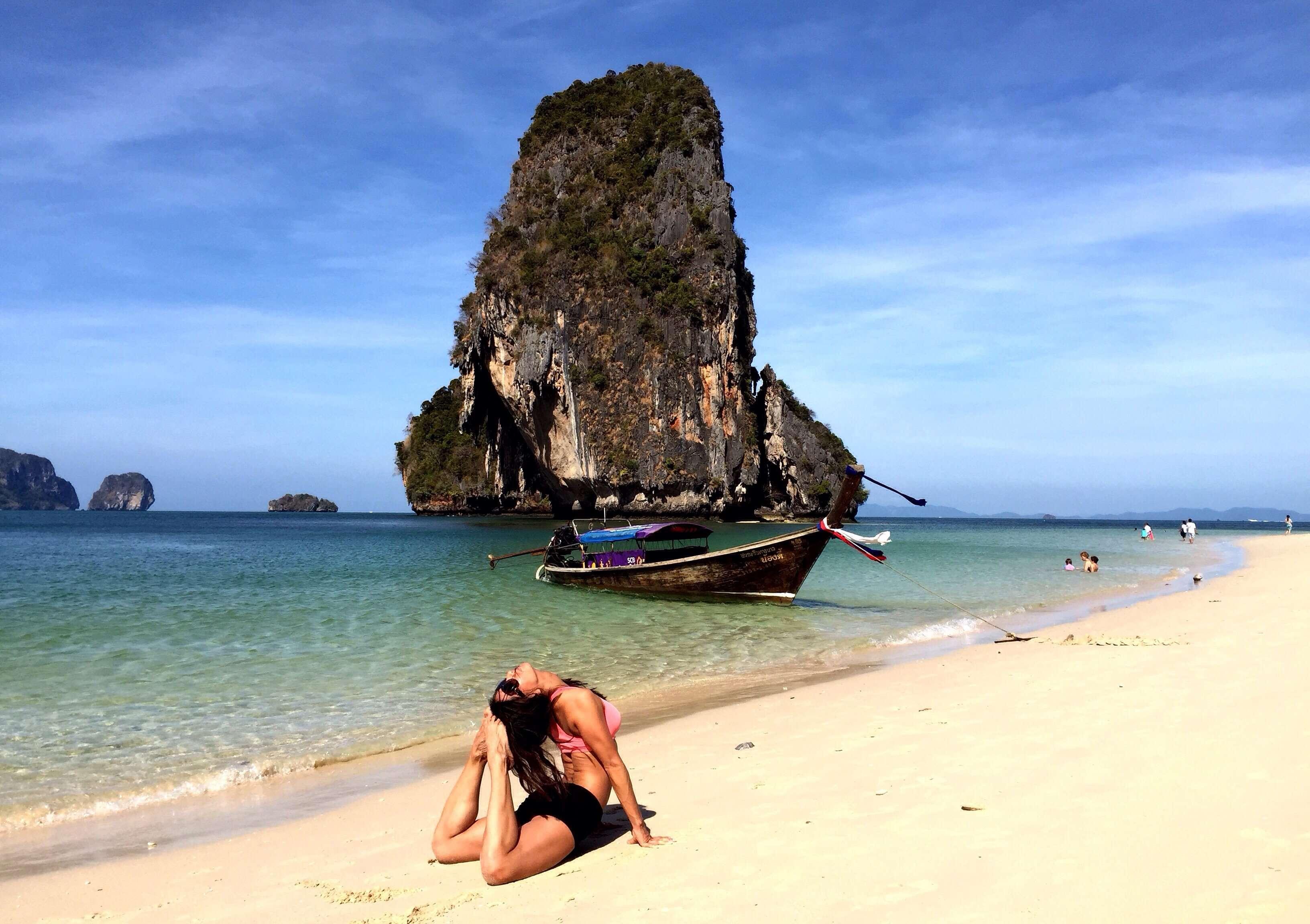 Duc me con so long beach - Yoga Shoot On The Beach